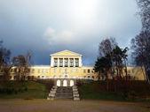 School building in the Zelenogorsk — Stock Photo