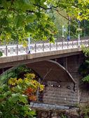 Puente con el ciclista — Foto de Stock