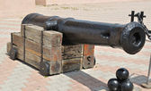 Ancient nuclear gun on a wooden base — Stock Photo