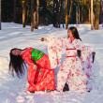 Beautiful brunette girls in a japanese kimono — Stock Photo