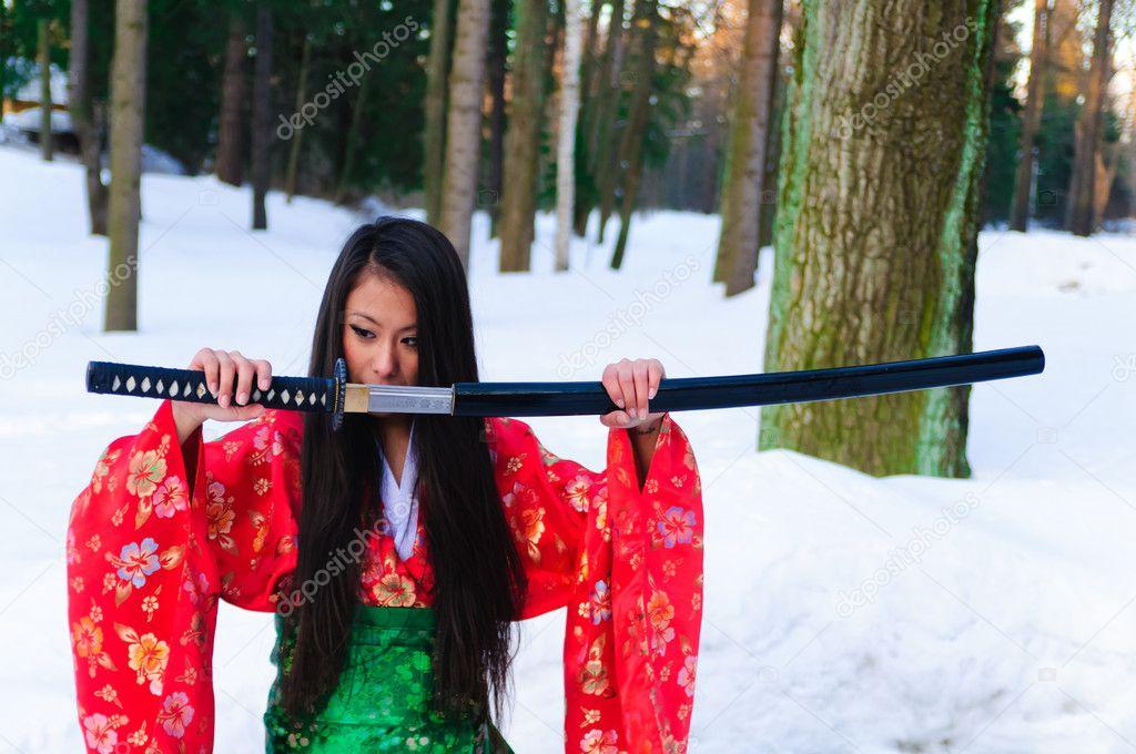 Mujer Guerrera Gotico Posando Con La Espada De La Katana. Fotos ...