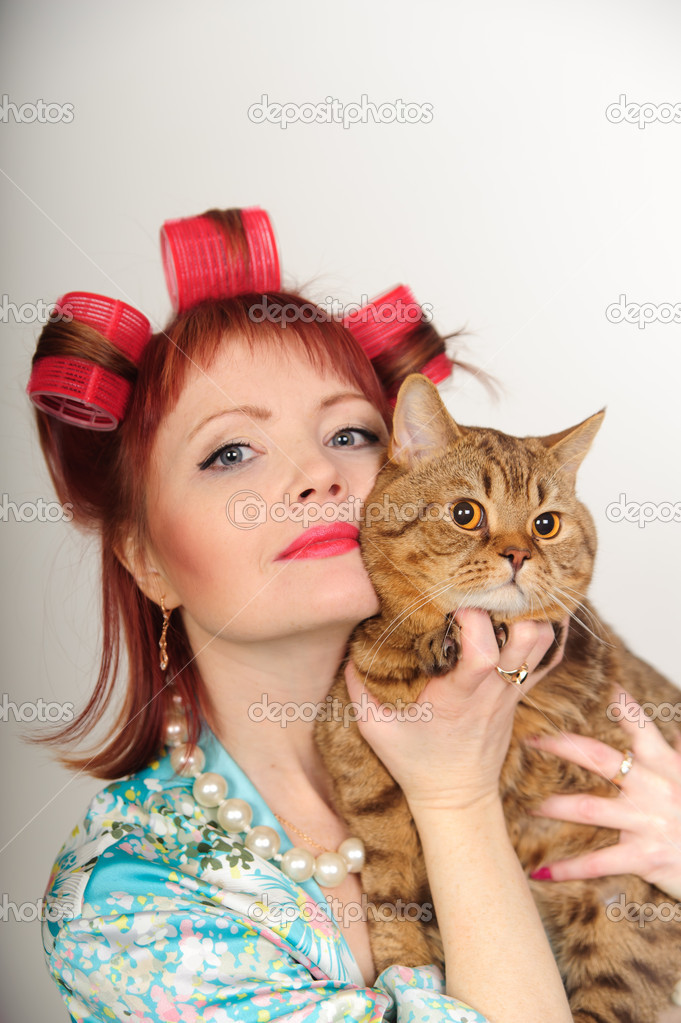 Portrait of a housewife with a cat — Stock Photo #4655394