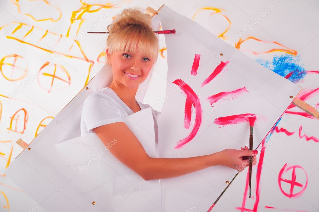 Drawing a girl on the wall — Stock Photo #4884843