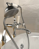 Classic roll top bath and taps with shower attatchment in contem — ストック写真