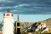 дворец потала в лхасе, тибет — Стоковое фото
