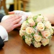 Hands with rings and wedding bouquet — Stock Photo