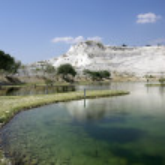 Lake in Pamukkale. Nature phenomenon. Turkey. — Stock Photo