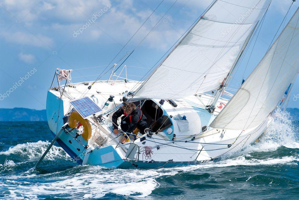 Skipper sur voilier de regate stock photo saintho 4555595 - Photo de voilier gratuite ...
