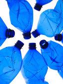 Kilka niebieski butelki z tworzyw sztucznych — Zdjęcie stockowe