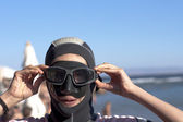 """Portrait girl-diver in mask and swimsuit, doing """"boo!"""". from seria """"diver girl"""" — Stock Photo"""