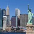 staty av liberty och new york city — Stockfoto #4695178