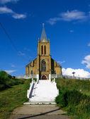 阿森松岛天主教教会在红色,白俄罗斯的村庄 — 图库照片