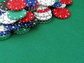 Poker chips on green felt poker table — Stock Photo