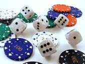 Rolling dice over poker chips — Stock Photo