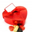 A shiny loveheart box with blank gift label — Stock Photo
