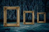 Zlatý rám temná místnost — Stock fotografie