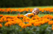 Sweet baby girl's face with flowers — Stockfoto
