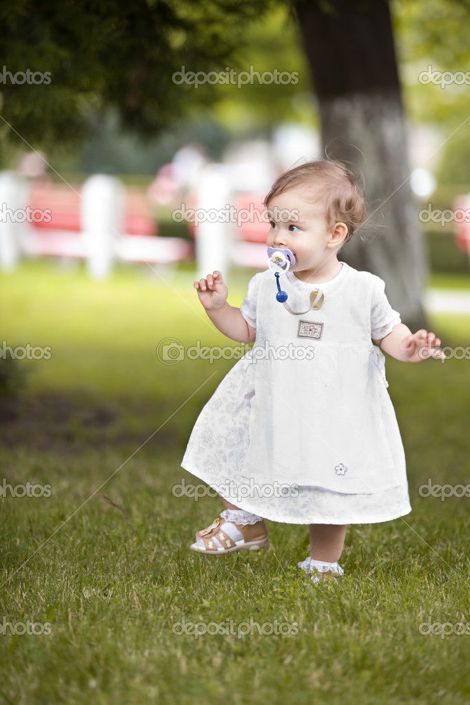 Happy young girl's first steps in an european park in the summer — Stock Photo #4371814