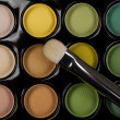 Eyeshadow set with cosmetic brush — Stock Photo