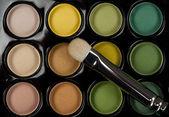 Eyeshadow set with cosmetic brush — Stock Photo