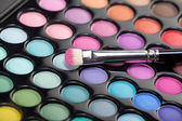 Eyeshadow kit with makeup brush — Stock Photo