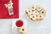 Fruit tea and biscuits — Stock Photo