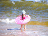 Little girl and big wave — Stok fotoğraf