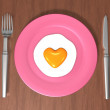 3d heart sunny side up egg dish — Stock Photo