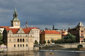 Prag und vltava fluss — Stockfoto