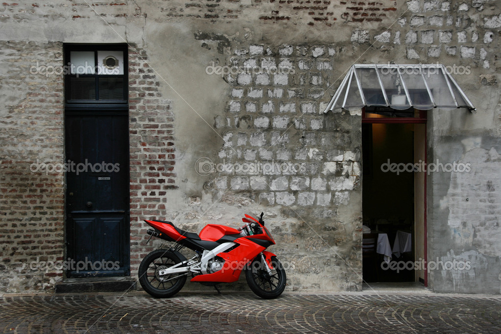 Red, new, fast motorcycle parked in old town street of Amiens, Picardy, France — Lizenzfreies Foto #4469231