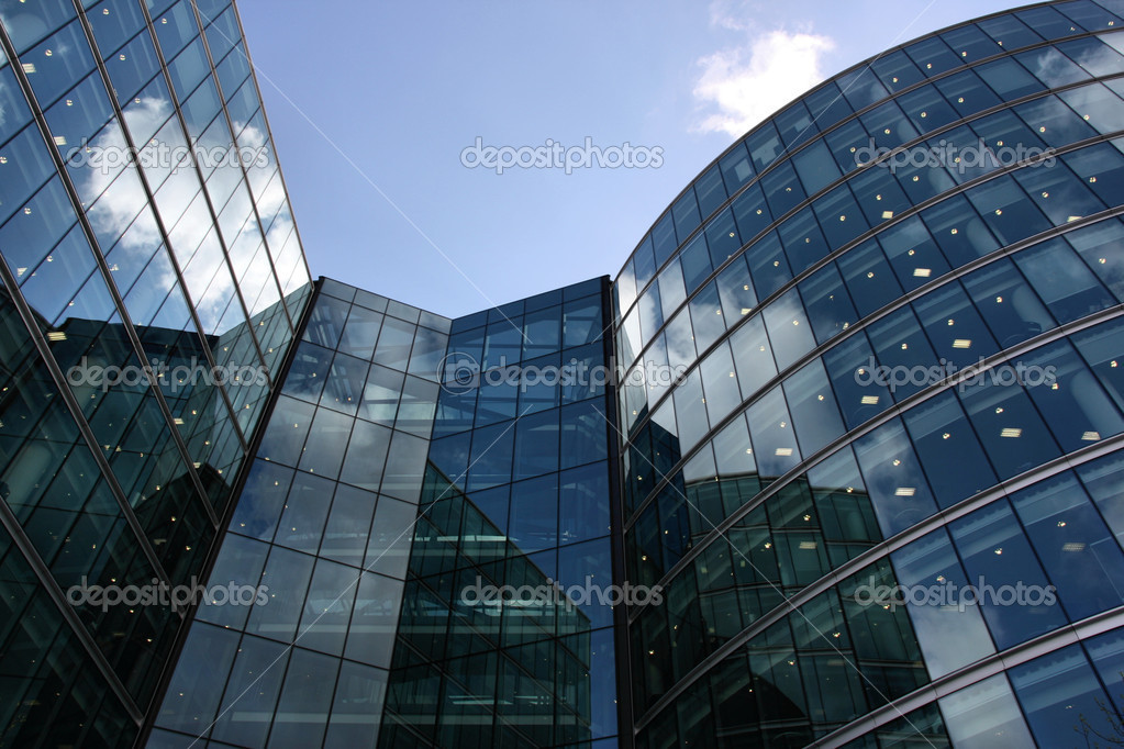 Skyscraper in London - ultramodern steel and glass building — Stock Photo #4479716