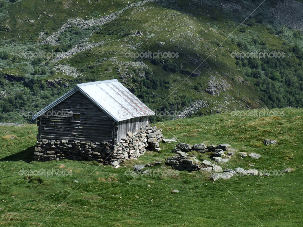Old wooden cottage in mountains stock photo tupungato for Cottage in the mountains
