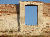 Window in crumbling brick wall — Stock Photo