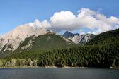 Rocky Mountains and lake — Stock Photo
