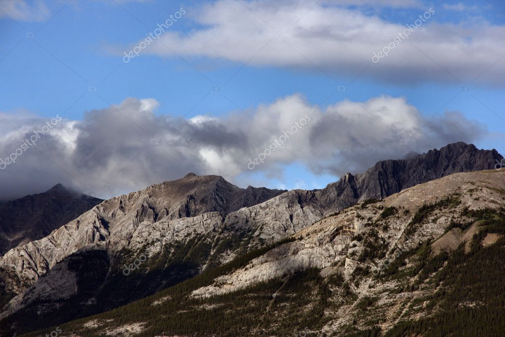 Unspoiled Rocky Mountains in Canada. Natural landscape. — Stock Photo #4612416