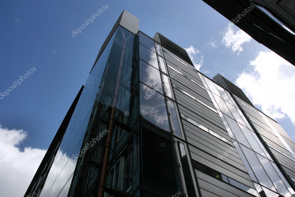 Skyscraper in London - ultramodern steel and glass building — Stock Photo #4659883