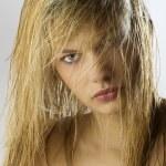 金发碧眼的女孩湿的头发 — 图库照片