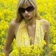 Foto Stock: Girl in yellow field