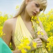 Girl in yellow field — Stockfoto
