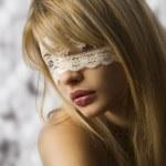 ragazza con mascherina di pizzo — Foto Stock #4701596