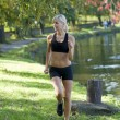 Blond girl running — Stockfoto
