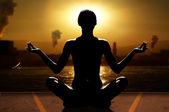 Yoga ve sanayi — Stok fotoğraf