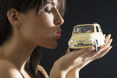 The kiss and the 500 — Stock Photo