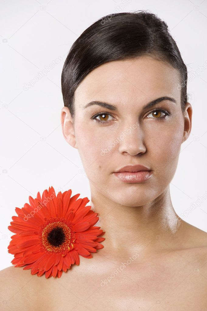 Fresh portrait of a young brunette woman wiith color flower without skin retouch — Stockfoto #4703509
