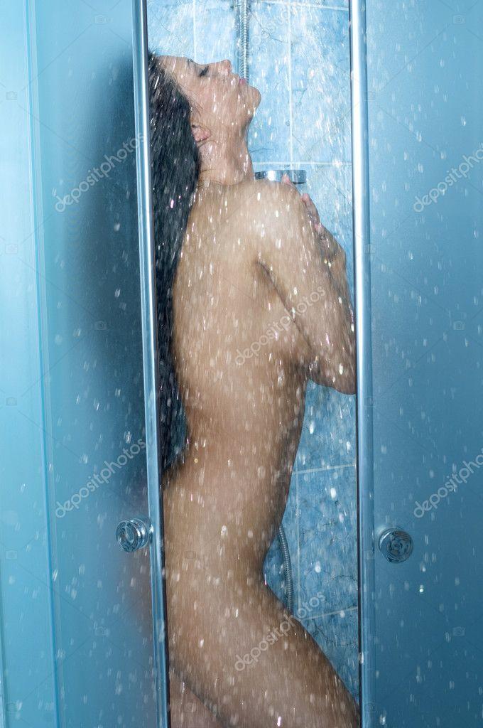 фото девушки моются в душе