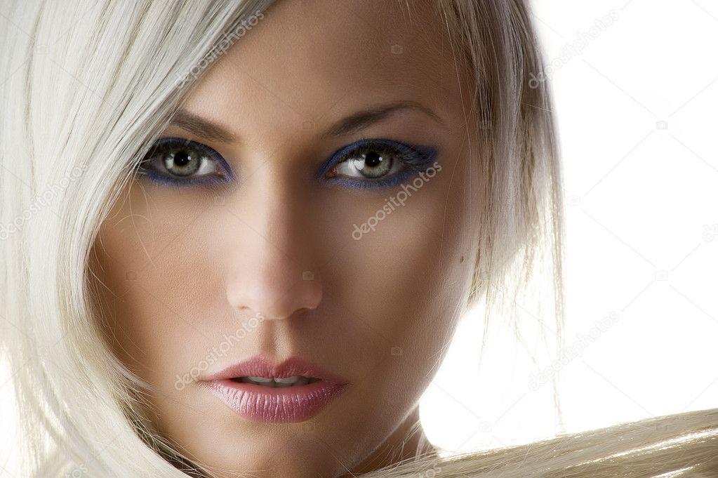 Макияж для платиновых волос