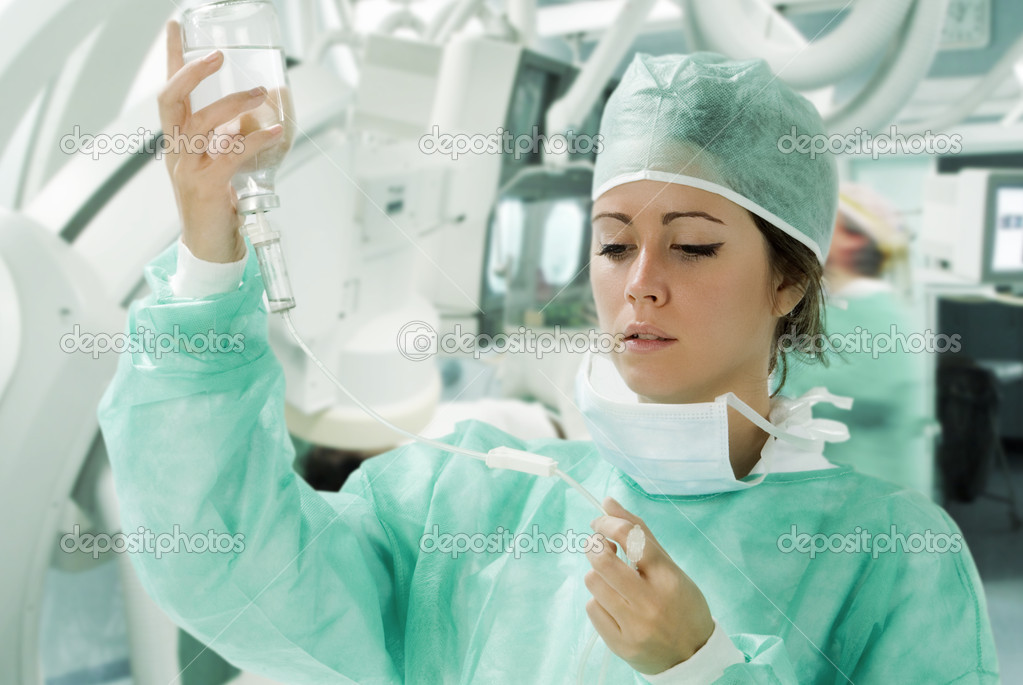 Assistant in surgery with making a i.v. — Stock Photo #4706686