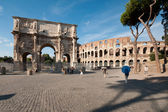 Arch of Constantine and Colosseum — Stock Photo