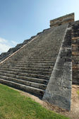 Pyramid of Kukulcan-El Castillo — Stock Photo