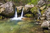 Kaskady na górskiej rzece — Zdjęcie stockowe